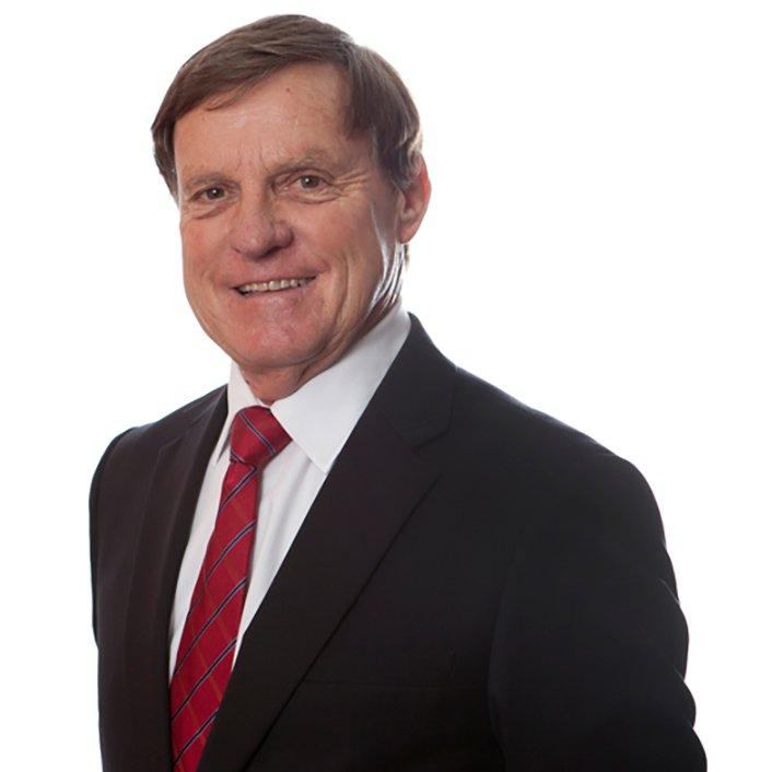 Dr Giles Earnshaw